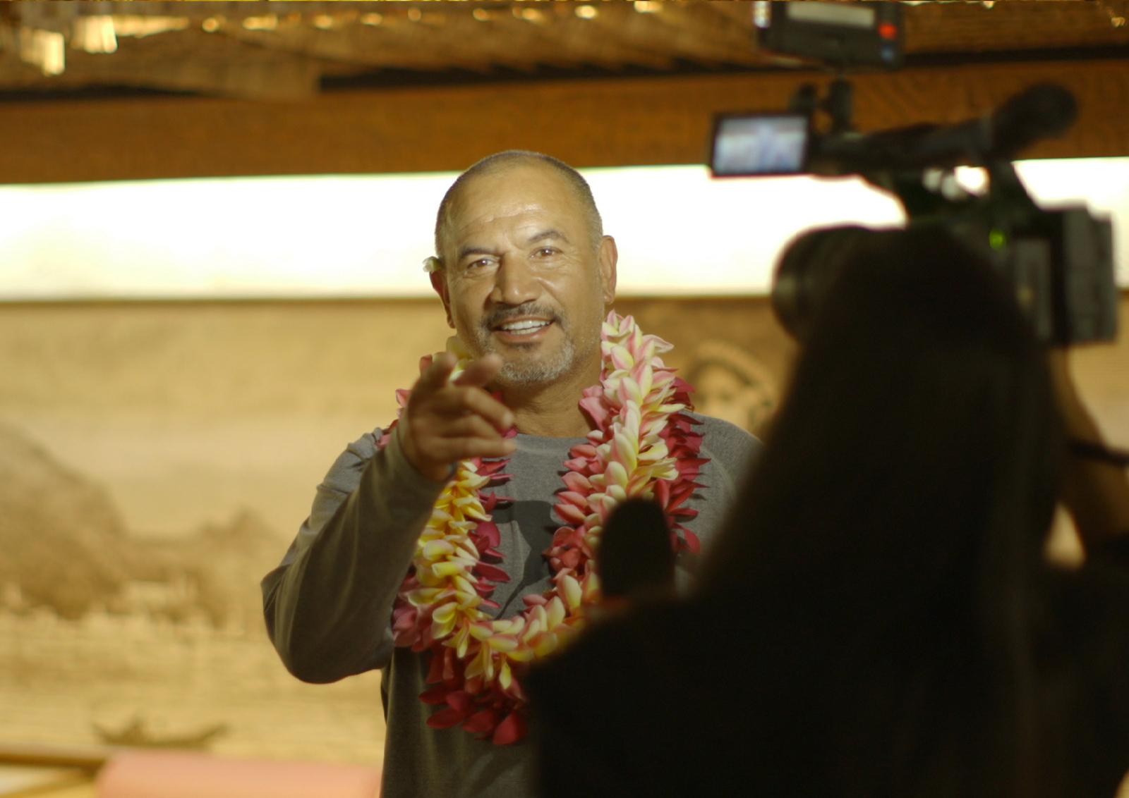L'acteur maori Temuera Morrison a été accueilli mercredi soir à Tahiti par l'équipe locale du projet.