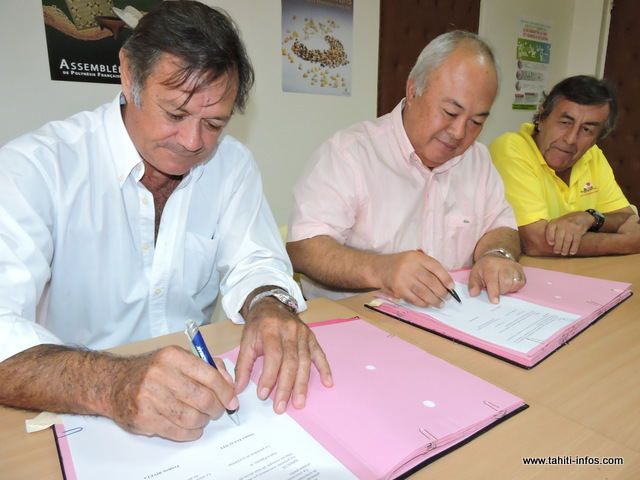 Une convention de partenariat a été signée ce mardi matin, entre le ministre de l'agriculture Frédéric Riveta et le président de la FEPSM, Stanley Ellacott, pour permettre à cette fédération d'utiliser un bateau du SDR, pour leurs actions de sauvetage en mer.
