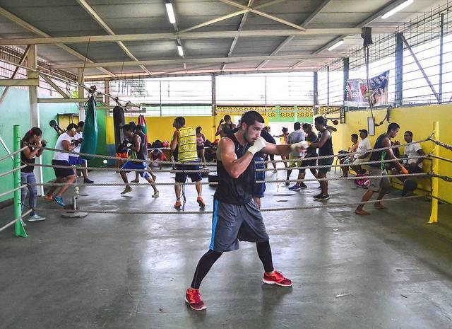 La boxe attire de plus en plus de jeunes à Faaa.