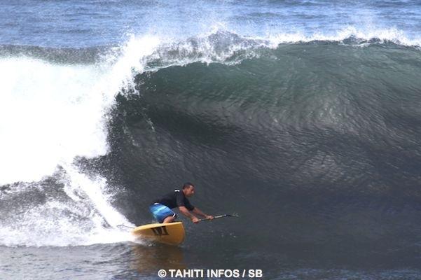 Atamu et son père Teiki participent en championnat de Polynésie de SUP surf