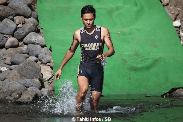 Cédric Wane gagne un triathlon en Polynésie pour la 1e fois