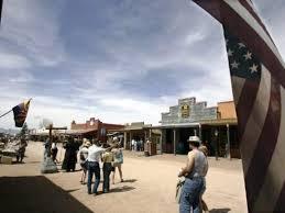 Dans un spectacle de western, l'acteur tire par erreur à balles réelles