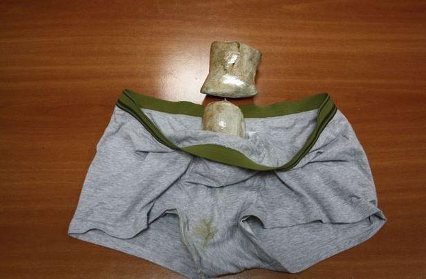 La drogue avait été importée par une mule depuis le Mexique, cachée dans son slip.