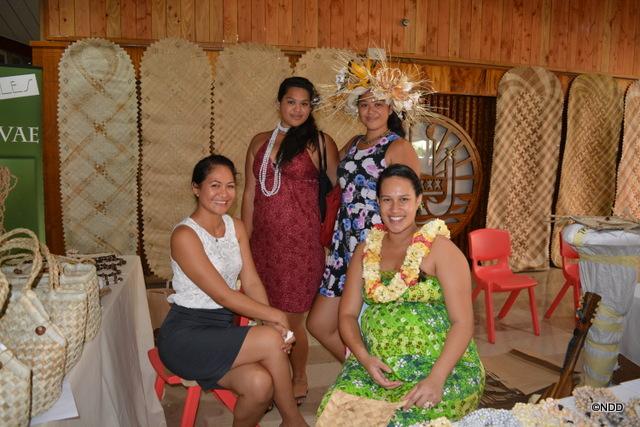 Brenda ( à gauche), de Raivavae, et ses amies des Australes
