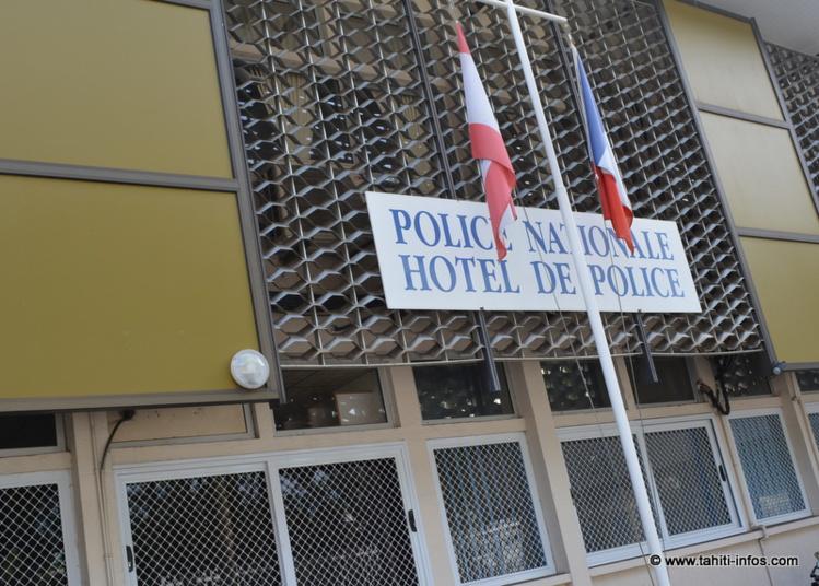 L'agresseur a été interpellé et placé en garde à vue au commissariat de police, avenue Pouvanaa'a O'opa.