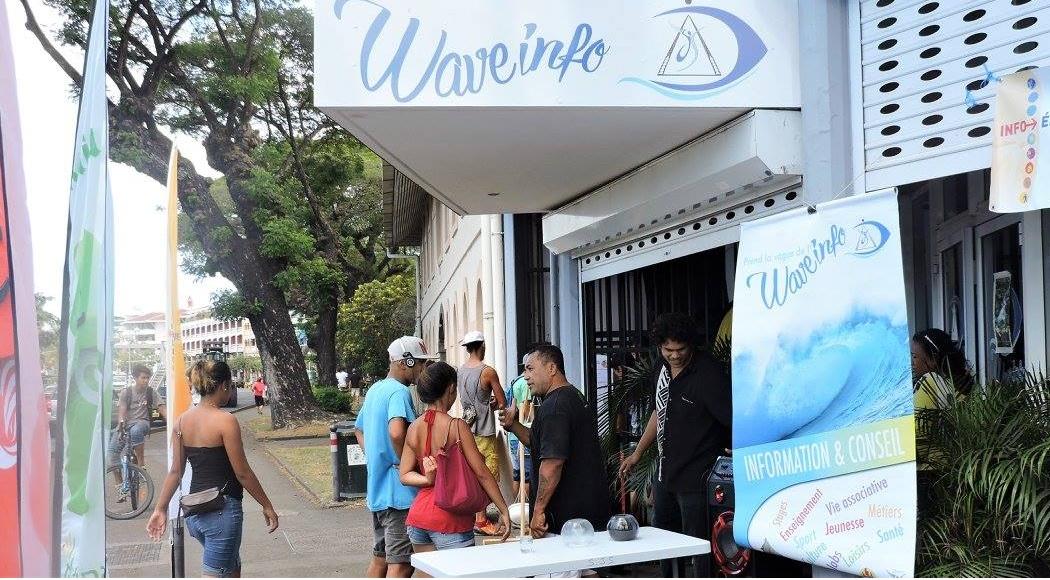 """Les bureaux de Wave Info sont situés à côté du """"tunnel"""" sur le front de mer de Papeete, juste en face des jardins de Paofai."""