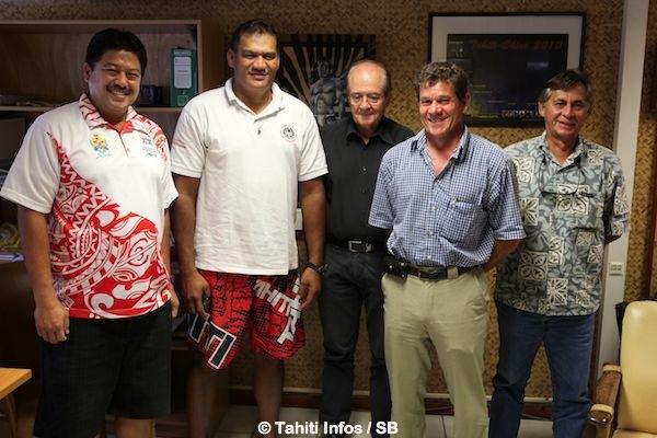 Les membres du COPF autour de leur président, Tauhiti Nena