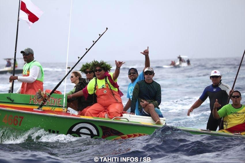 Le bateau suiveur de Matairea Hoe