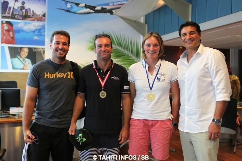 Billy Besson (et son frère à gauche) et Marie Riou avec Torea Colas, directeur marketing d'ATN