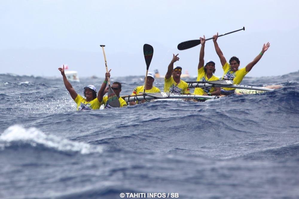 Edt Va'a surfe et exulte à l'approche de Bora