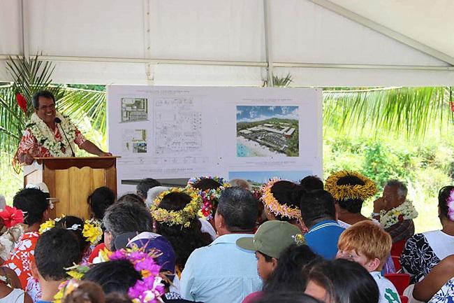 Le président polynésien Edouard Fritch à la tribune officielle lors de la pose de la première pierre du futur collège/lycée de Bora Bora.