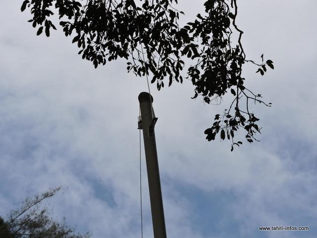 """Une antenne a été installée sur le mât """"pour la radio VHF marine"""", poursuit Adrien"""