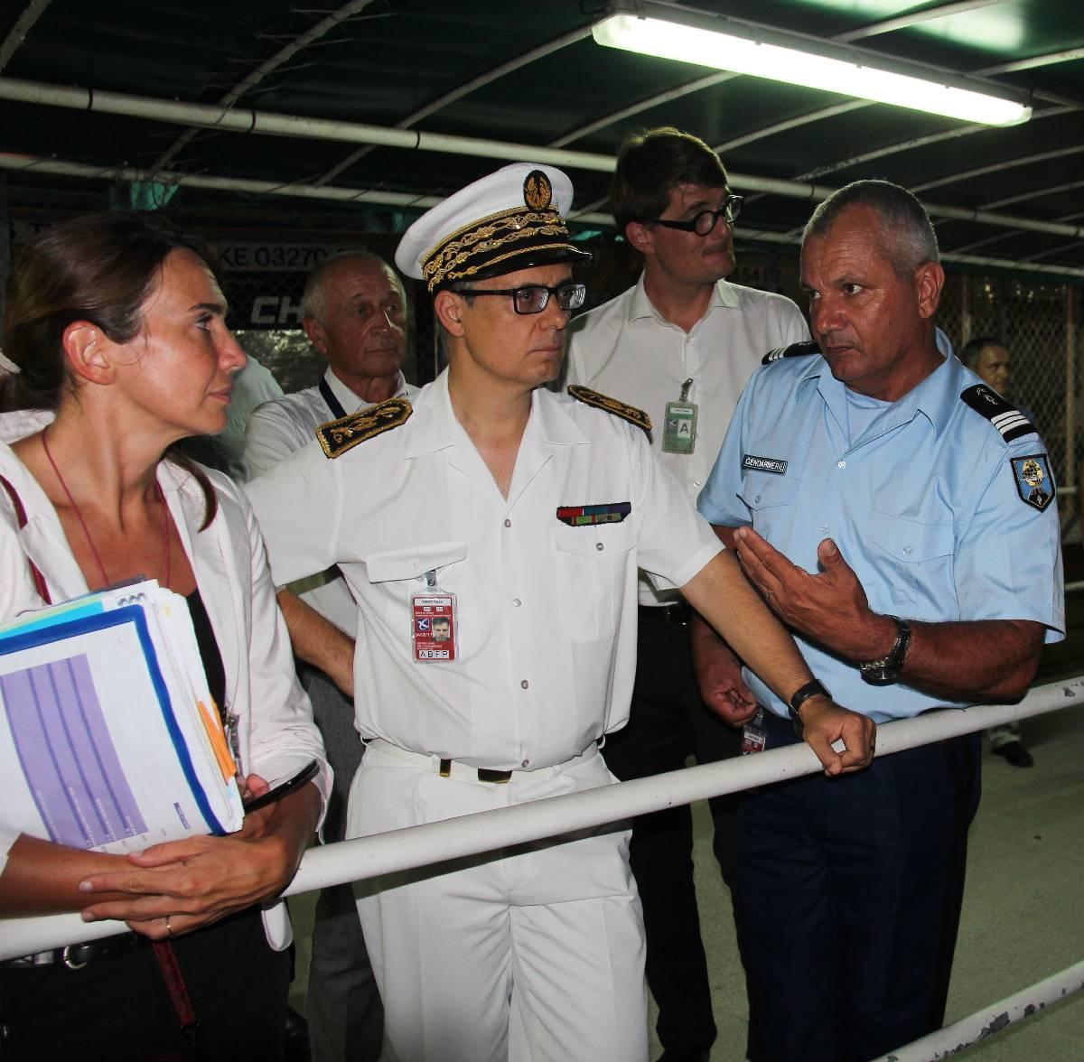 Lionel Beffre, le haut-commissaire ; Marie Baville, la directrice de cabinet et le commandant de la BGTA ( brigade de gendarmerie des transports aériens).