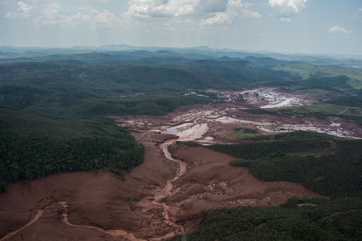 Coulée de boue au Brésil: Samarco confirme le risque de rupture de deux autres barrages