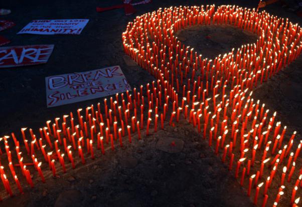 Le sida peut se transmettre en éternuant... une erreur, s'excuse l'Indonésie