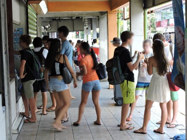 Le CESC souhaiterait qu'une réglementation soit mise en place pour les vendeurs de nourriture près des établissements scolaires.