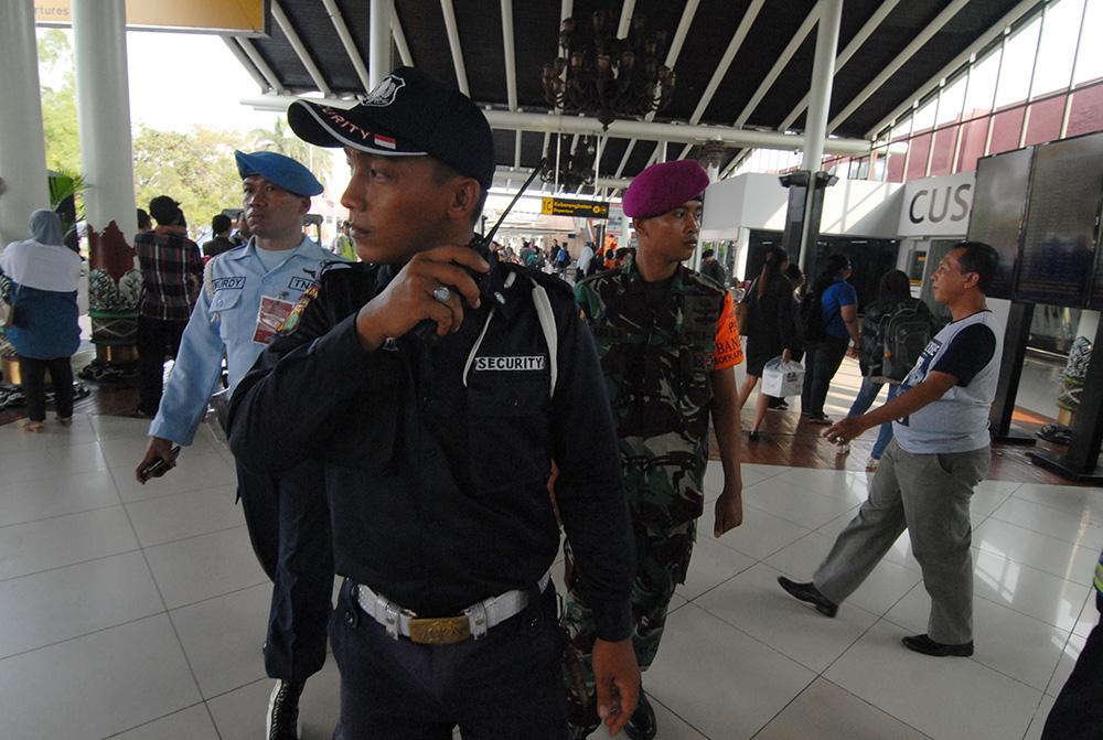 L'Indonésie renforce la sécurité dans ses aéroports après les attentats de Paris