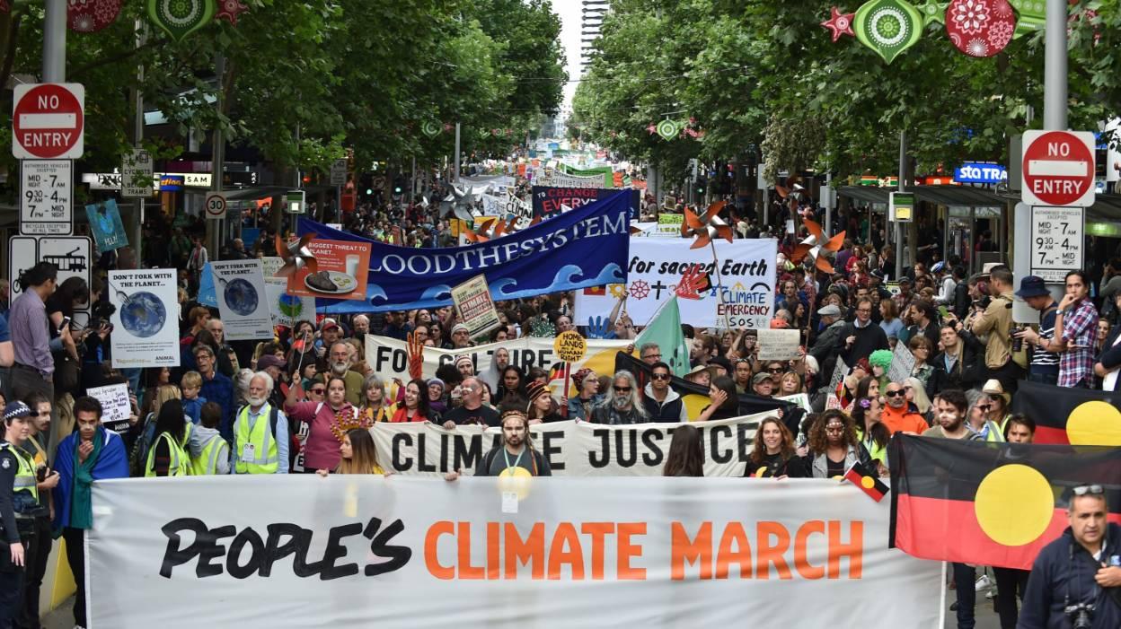 Des dizaines de milliers d'Australiens donnent le coup d'envoi des marches pour le climat