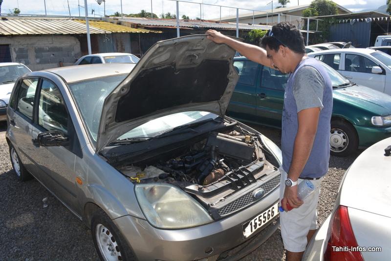 Patrick et sa Ford Fiesta à 35 000 Fcfp. Quelques réparations et, espère-t-il, elle roulera sans problème.