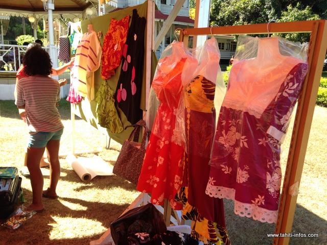 Des robes pour femmes et enfants réalisées par les élèves des CJA de Arue et Pirae