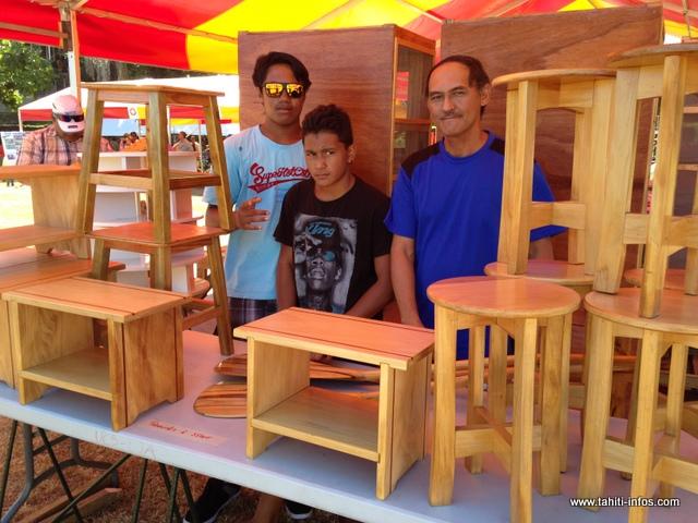 Stellio Cheung et ses élèves du CJA de Arue ont réalisé des tabourets, des garde-mangers et des rames pour cette exposition