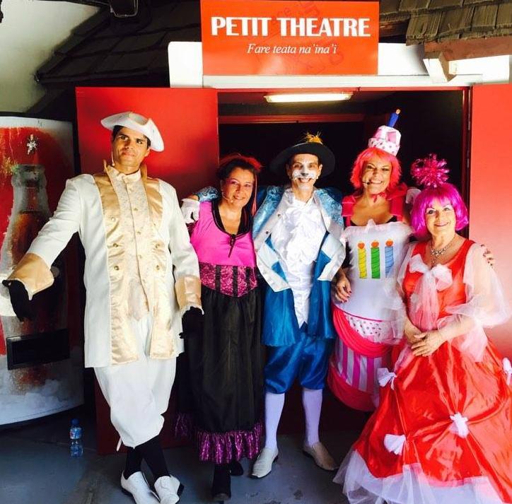 """Les comédiens Nicolas Arnould, Timi Lopez, Catherine Chanson, Martine Guichard et Kinny Panades ont aussi pensé aux """"grands enfants""""."""