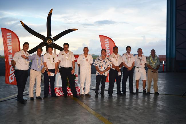 L'équipage qui a convoyé le tout dernier ATR 72-600 jusqu'à Tahiti avec le P-dg de la compagnie Joël Allain et le directeur général Manate Vivish.