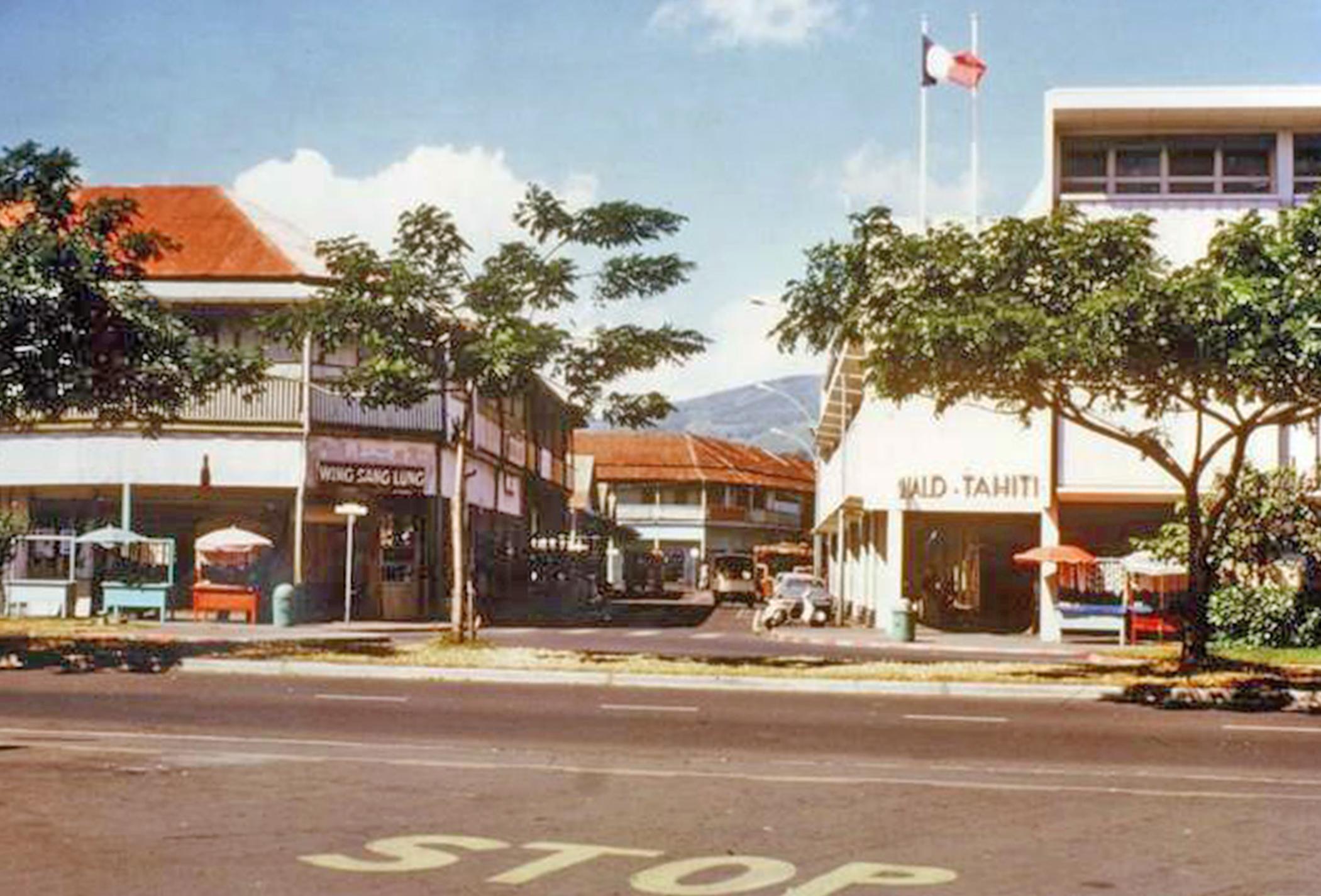 La rue du 22 septembre 1914, au carrefour coté mer, en 1974