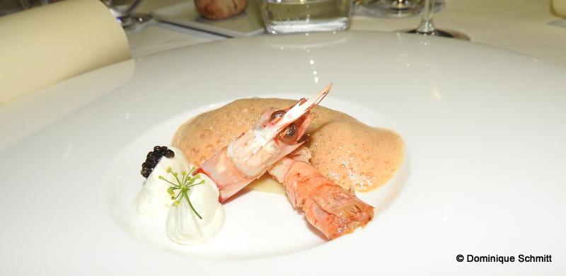 Langoustine grillée en raviole et sa crème légère au combava
