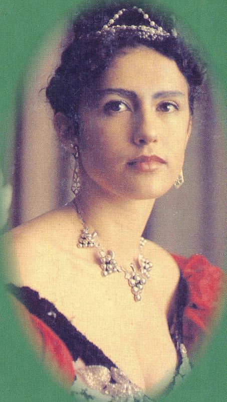 Cette photo d'époque, colorisée, révèle toute la splendeur d'Emma Eliza Coe à l'âge de 25 ans environ. (source : Robert Williams Robson, Queen Emma, 1965)