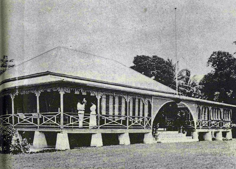 Le palais de Gunnatambu, à Ralum, sur la commune de Kokopo. La photo date de 1913, trois ans après le départ de la reine des lieux.