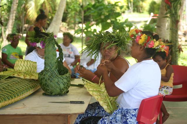 Durant la semaine, plusieurs concours étaient organisés, dont la confection de couronnes et de paniers.