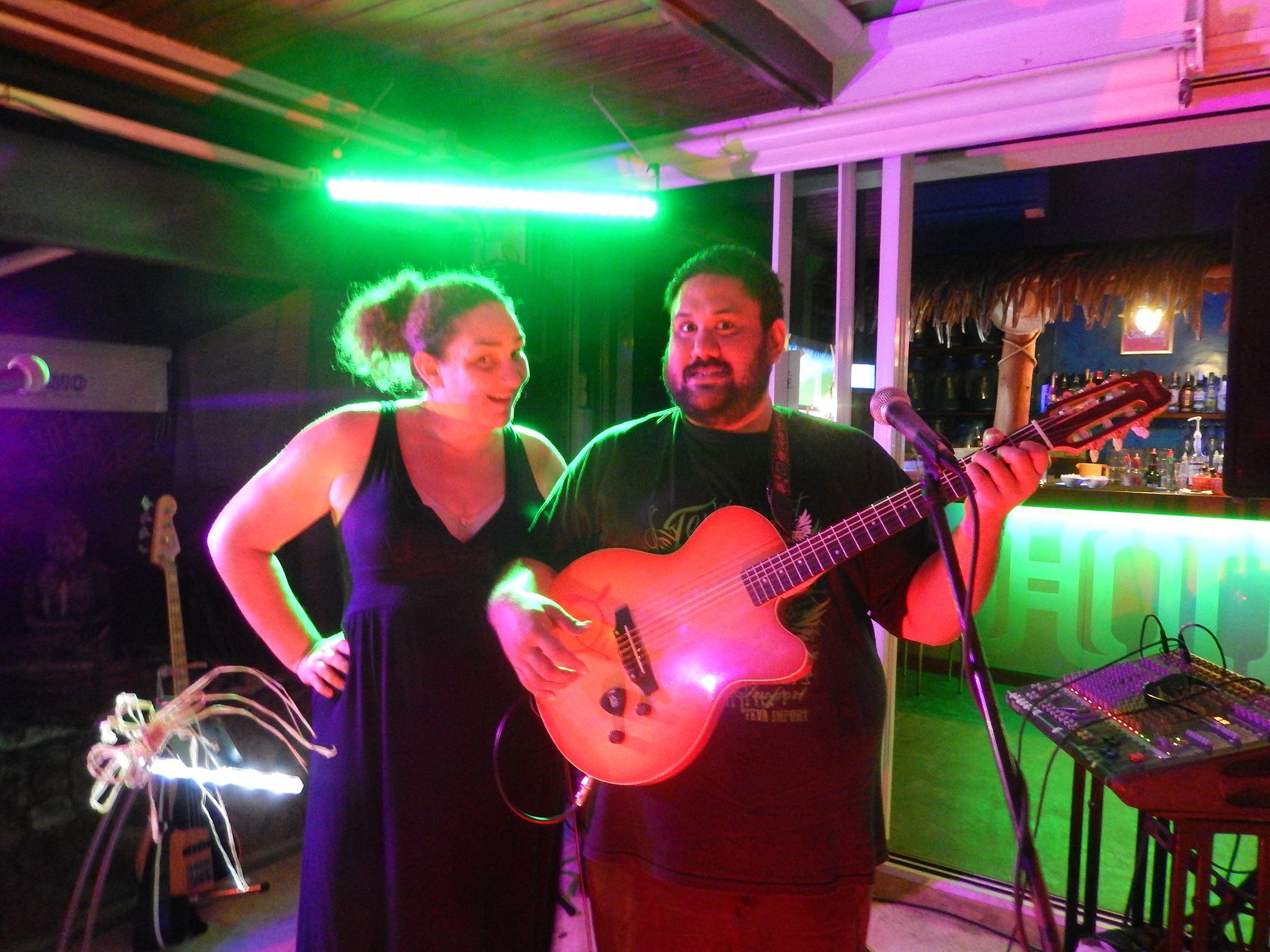 Les excellents Taloo et Mato en concert au Pink