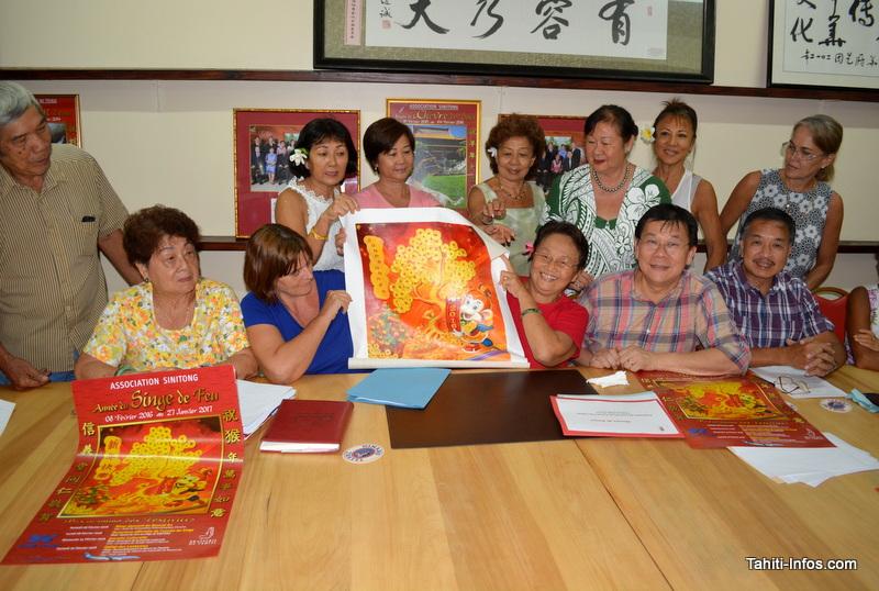 L'affiche utilise un tableau peint et offert à l'association par l'artiste Fu Xiao Lan, invitée à Tahiti par le Si Ni Tong en septembre dernier.
