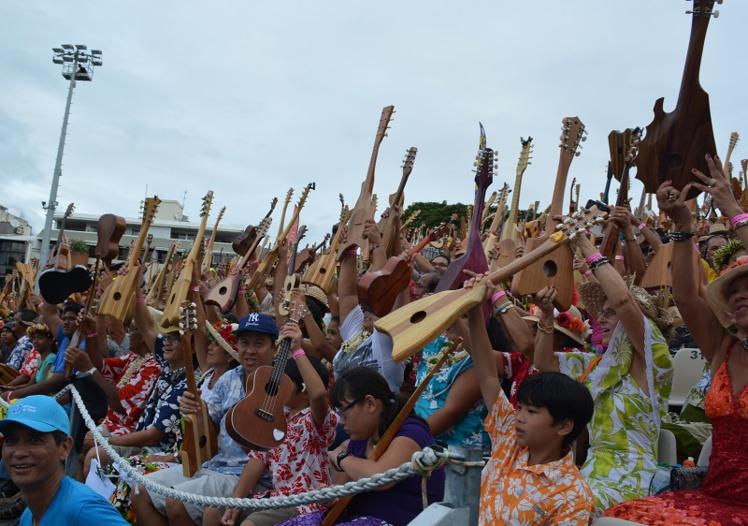 Avril 2015 dans le rétro : du record du monde de 'ukulele à la grève des urgences de Taravao