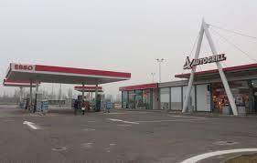 Un réveillon sur une aire d'autoroute italienne annulé: trop populaire sur Facebook
