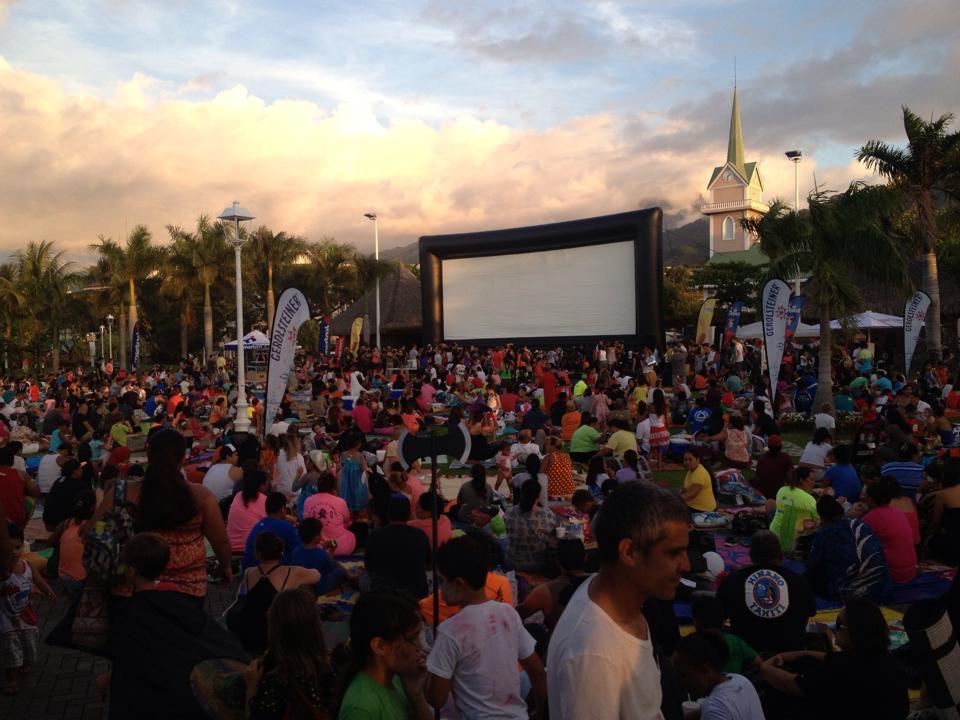Synergence Events organise la logistique des projections aux jardins de Paofai.