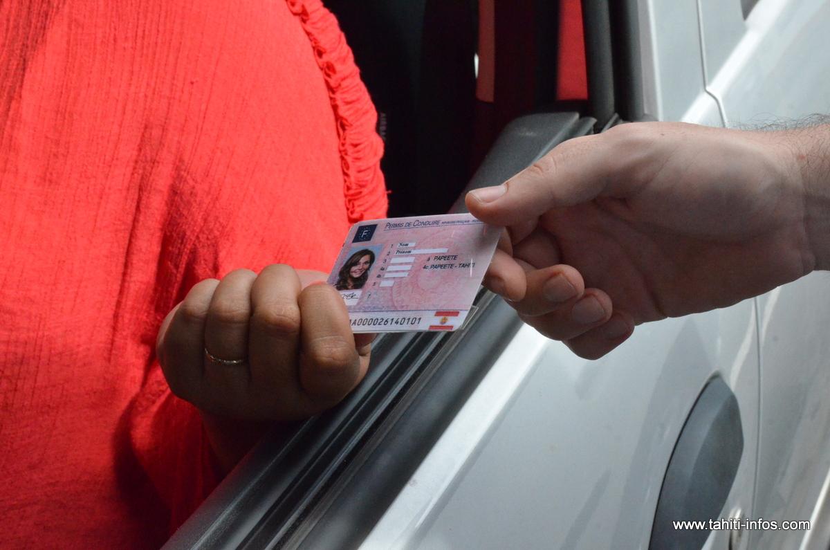 """Le permis de conduire polynésien passe au format """"carte de crédit"""""""