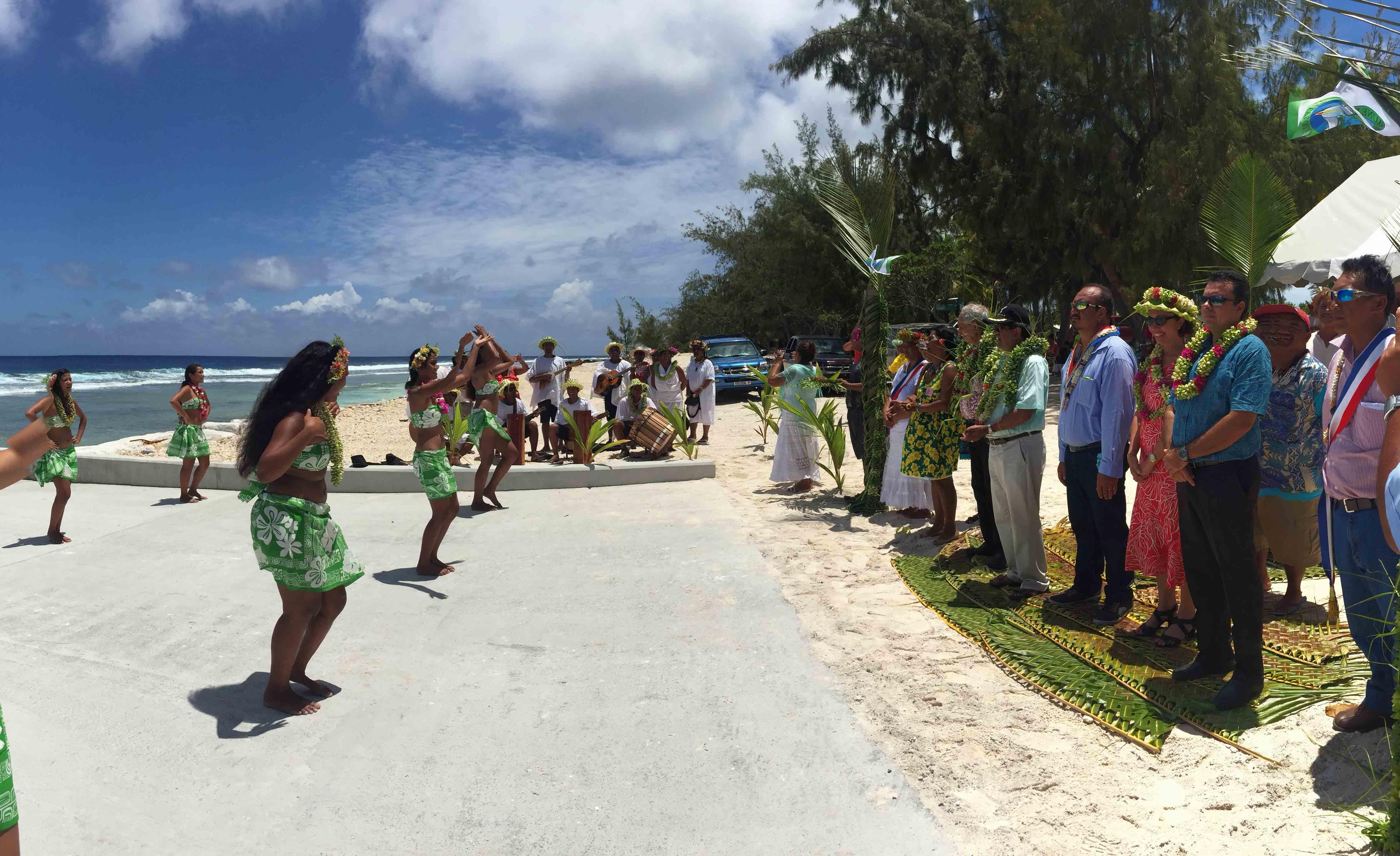 Dimanche, lors du passage de la délégation sur l'atoll de Tatakoto.