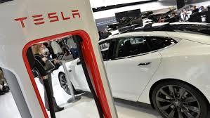 Auto: Tesla en quête de matière grise
