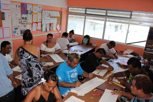 """Un groupe de demandeurs d'emploi signe  """"Les Contes de Manuia """""""
