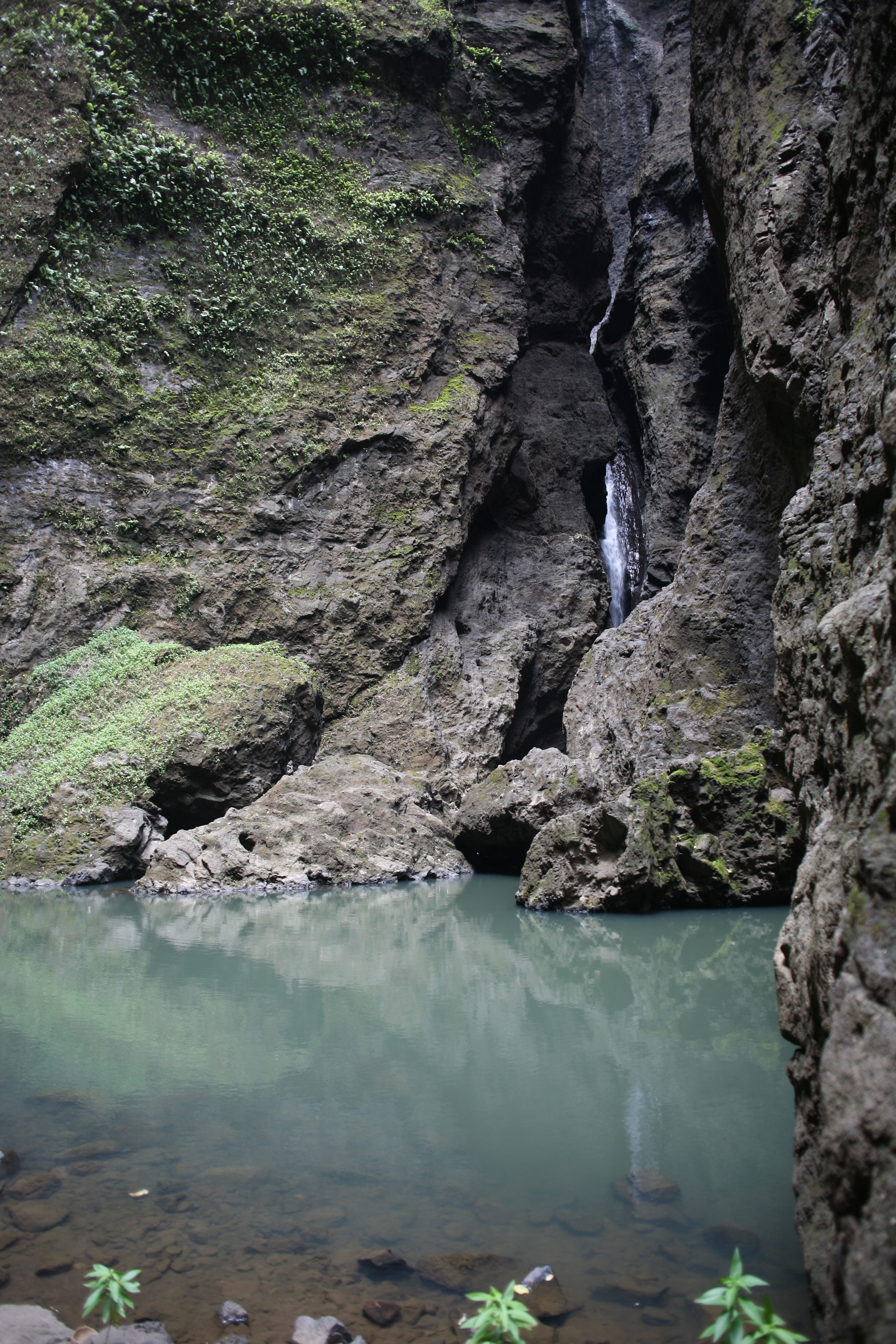 Carnet de voyage hakaui une chute spectaculaire de 350 m - Peut on se baigner dans une piscine trouble ...