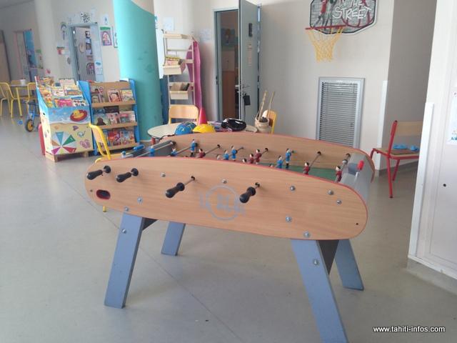 Une salle de jeux est également disponible pour permettre à l'enfant de s'épanouir dans ce milieu hospitalier