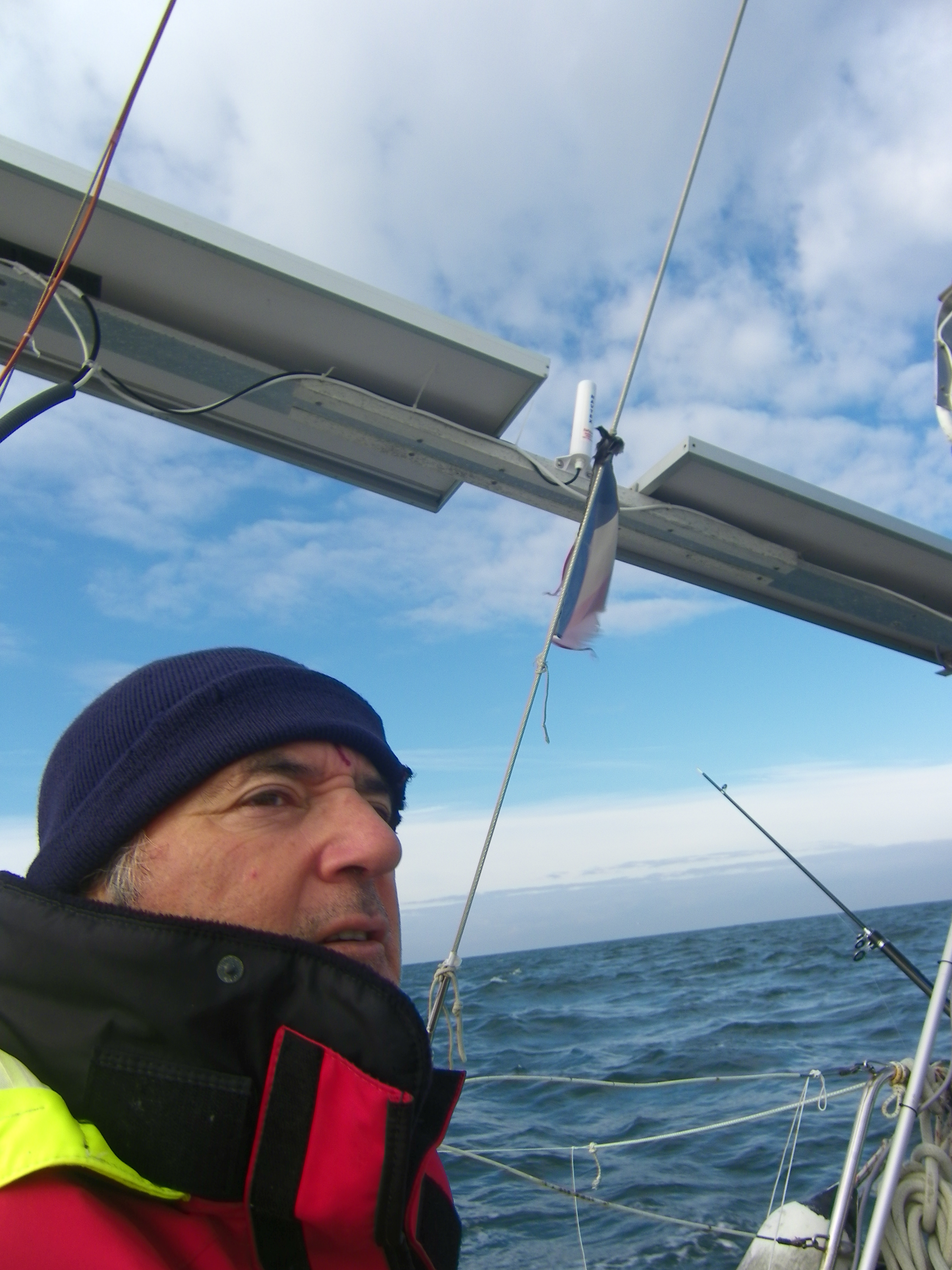 Dans le Silence des albatros, Eric Beauvilain raconte ses voyages dans l'océan Atlantique et le Pacifique.