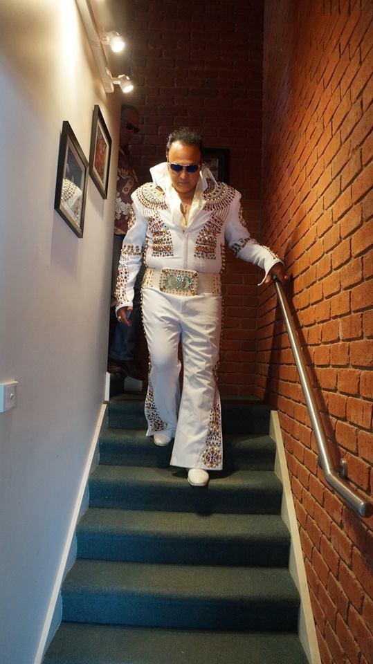 """Le """"King"""" polynésien est l'un des plus grands imitateurs d'Elvis Presley au monde."""