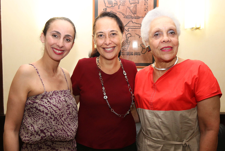Tea Frogier s'entretient avec l'association des Femmes au-delà des mers