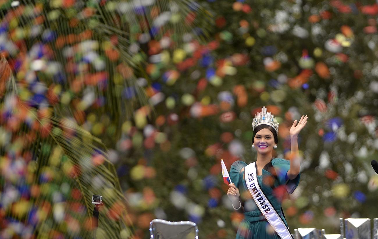 Miss Univers saluée comme une héroïne à son retour aux Philippines
