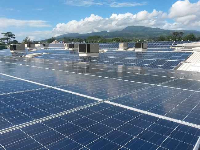 Sur le magasin  Carrefour de Taravao, l'autorisation accordée pour l'installation d'une centrale solaire photovoltaïque sur la toiture du centre commercial Maeva a été accordée en février 2013. Cette autorisation vient d'être prorogée pour une année mais la puissance autorisée est réduite à 253 kWc.