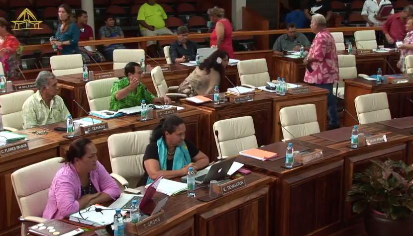 Lors de l'intervention d'Antony Géros, jeudi matin à Tarahoi, alors que les élus RMA quittaient l'hémicycle.