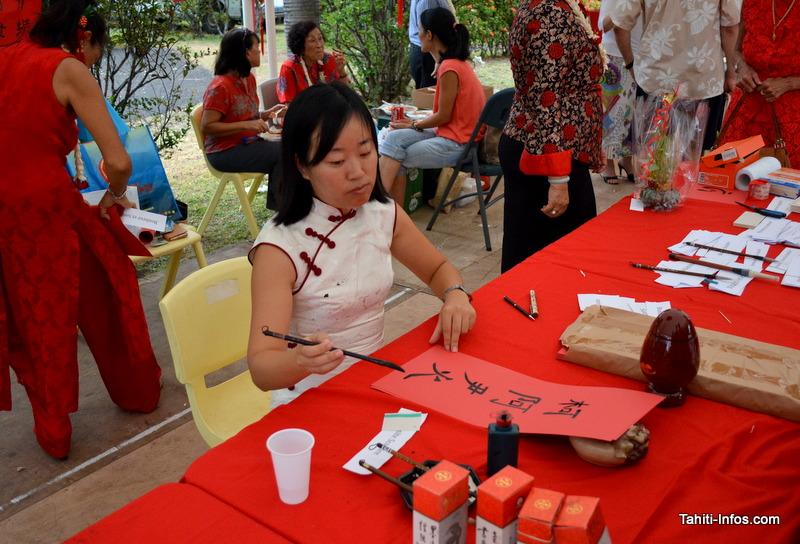 Atelier calligraphie pour avoir sa propre bénédiction en chinois.